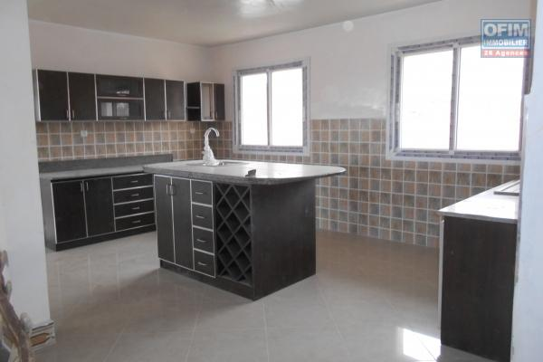 Un grand appartement T5 neuf à 3mn du By pass Ambohijanaka