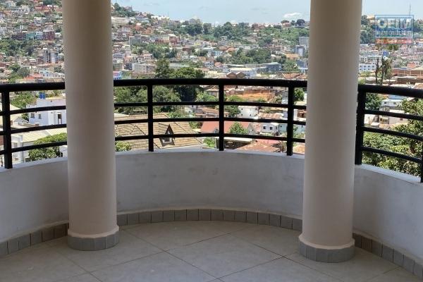 Duplex T5 de 176 m2, flambant neuf avec magnifique vue sis à Tsiadana - Antananarivo
