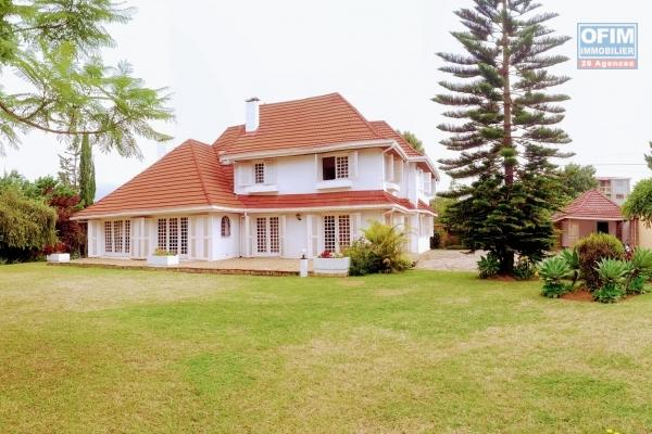 Location d'une maison F6 dans un beau quartier à quelques minutes de l'ambassade de France