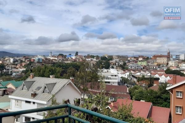 A vendre villa F5 avec piscine dans le quartier calme d'Ambohibao