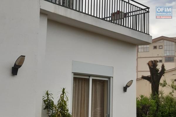 Vente villa F5 avec 2 studios Talatamaty Tananarive .