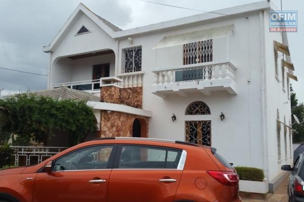 A louer une jolie villa F5 dans un quartier résidentiel et facile d'accès à Ankadindravola Ivato