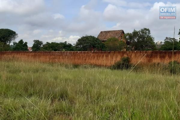 Terrain de 1293 m2 plat, prêt à bâtir, dans le quartier d'Antanetibe Ilafy- Antananarivo