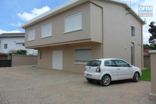 A louer grande villa spacieuse F5 dans une résidence à Androhibe - AMbohitrarahaba Antananarivo