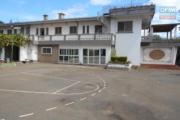 Une grande villa F12 à Ambohibao
