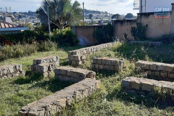 A vendre, un terrain de 217 m2, plein centre ville, bord de route principale à Ambatonakanga- Antananarivo