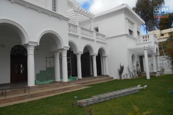 Une grande villa F7 sur Cité Planton