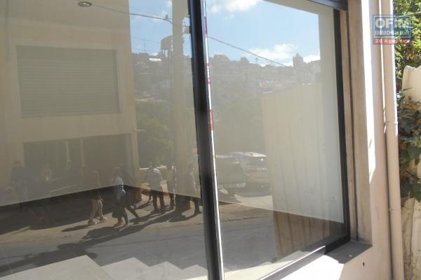 OFIM met en location un local commercial de 100m2 divisé en 4 pièces principales pour restauration ou boutique à Antaninarenina
