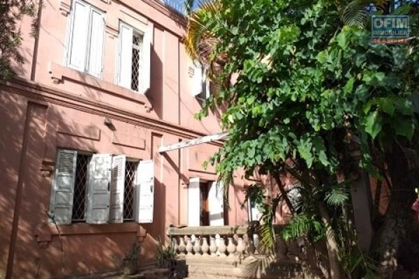 Maison traditionnelle en plein centre de la ville