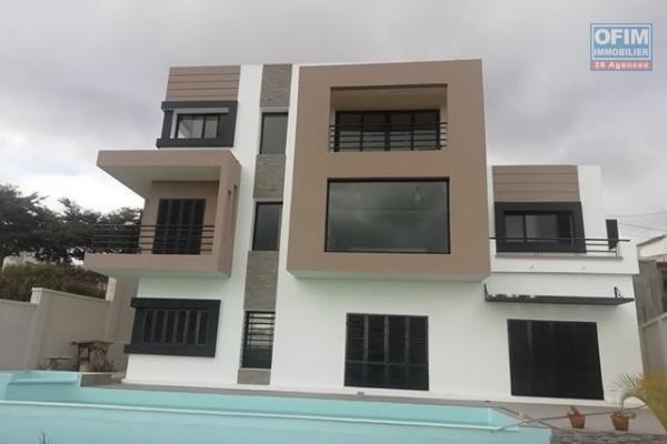 Une villa F6 avec grand jardin à Ampasanimalo