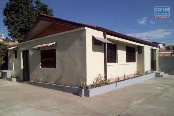 A louer 2 appartements dans une même villa F7 facile d'accès situé Ambohijanahary Ambohibao