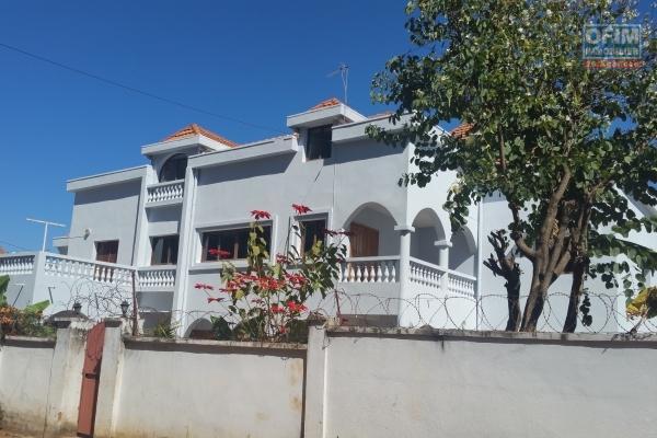 Villa  F6 type traditionelle + studio avec piscine à Adohanimandroseza
