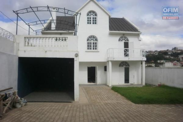 Vente d' une très belle villa  de caractère F5 à ambatomaro