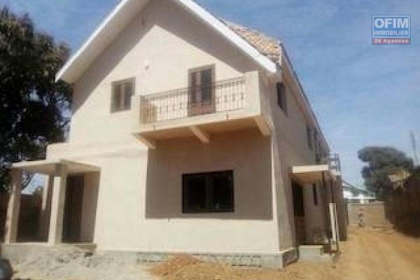 A louer une villa rénovée F6 pour usage d'habitation ou usage mixte dans un endroit calme à Mandrosoa Ivato