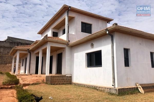 A vendre charmante villa à finir à Talatamaty