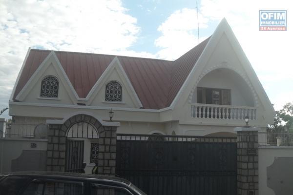 Vente villa F4 près école française C Ambohibao ambatolampy