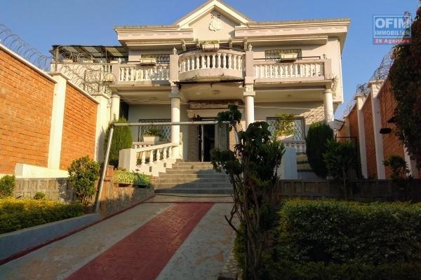 Location villa F4 semi-meublée à ambohimangakely à 300m de la route nationale
