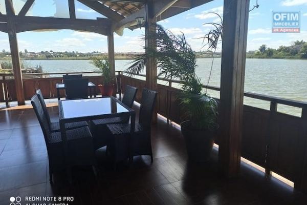 A louer un hôtel restaurant avec piscine et un grand chalet pour réception le tout pieds dans l'eau à Ivato