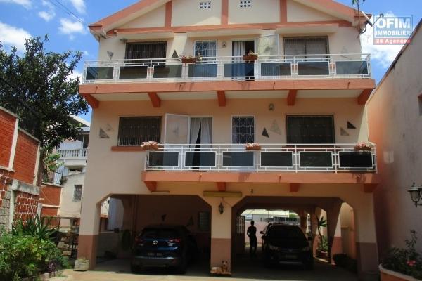 location villa F5 à étage au cité planton proche  de l'école B et du centre ville