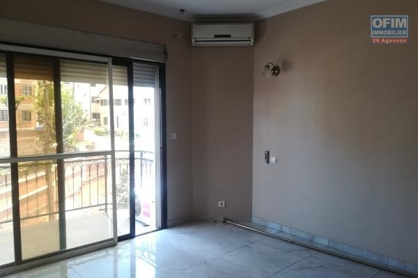 Des appartements T3 dans un immeuble à Antsakaviro