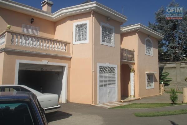 Une maison de charme de type F6 à avarabohitra Itaosy à 200m de l'IMRA