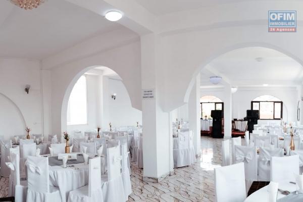 À louer un local de 150 m2 idéal pour un espace ou autre activité sis à Ambohibao bord de route principale RN4