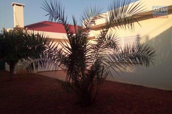 A louer une jolie villa basse F4 dans une résidence sécurisée proche de Shoprite à Talatamaty