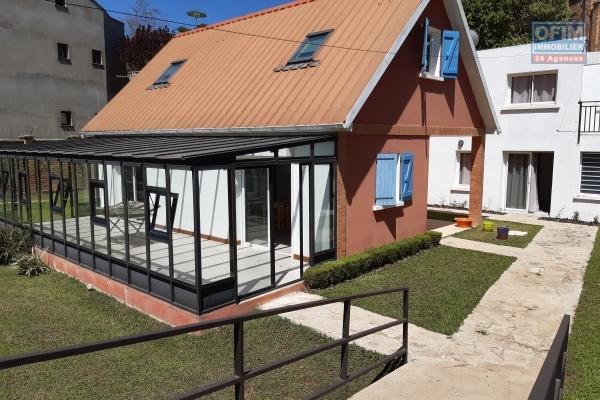 OFIM met en vente une villa F3 + 2 appartements T2 indépendants dans une résidence sécurisée à Ambatobe- Antananarivo
