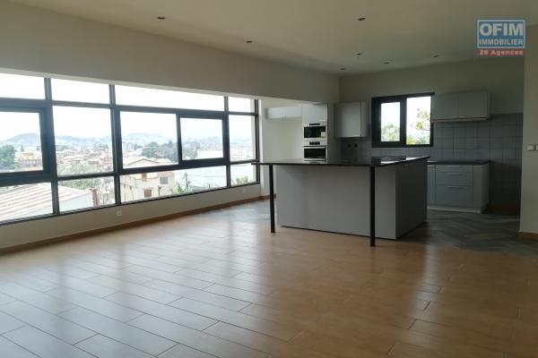 Un grand appartement T4 avec piscine à ivandry