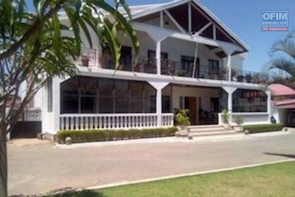 A louer une grande villa F11 dans un quartier résidentiel très facile d'accès à Ambohibao