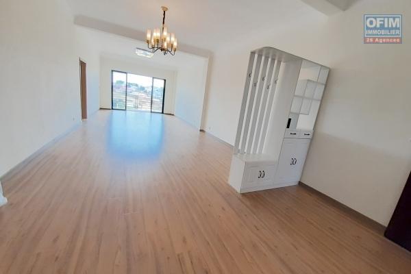 Grand appartement de 145 M2, neuf, avec piscine à Talatamaty- Imerinafovoany