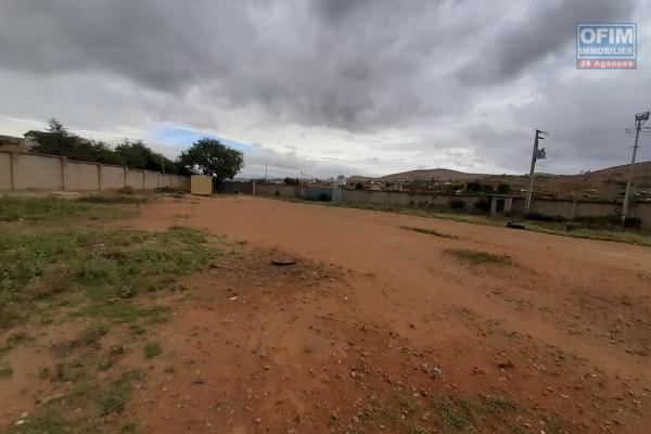 Usine en cours de finition sur terrain de 5283 M2 à Ambohijanaka Antananarivo