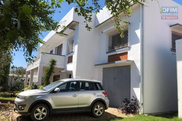 A VENDRE, une jolie grande maison F5 dans un quartier résidentiel avec une magnifique vue sur le lac