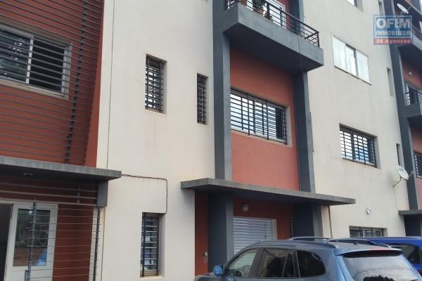 À louer un grand appartement 150 m2 de type F4 bord de route principale et à 5mn de l'aéroport Ivato