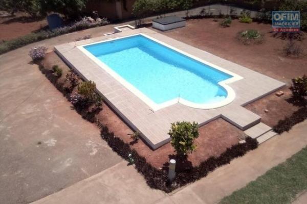 A louer une grande villa de haut standing de type F10 avec piscine neuve dans un endroit calme et résidentiel à 5 minutes de l'école primaire C à Ambohibao