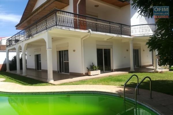 Une grande villa F6 avec piscine à Androhibe