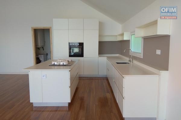 Appartement T4 neufs  de 170m2 dans une résidence avec piscine et sécurisée à 5 mn d'Antaninarenina