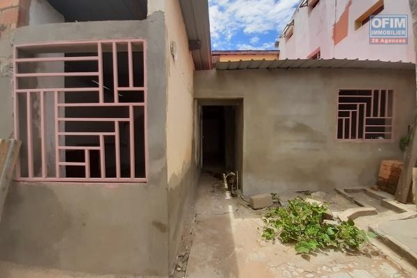 Maison en cours de finition en plein centre ville à Ampefiloha Cité- Antananarivo