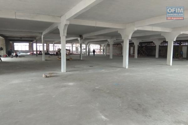 location d'entrepôts neufs de 400 à  2000m2  dans un site sécurisé et facile d'accès à Anosizato zone en plein développement