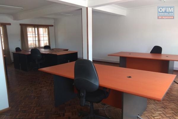 Local  100m2 pour bureau dans un bâtiment en bord de route à Antanimena