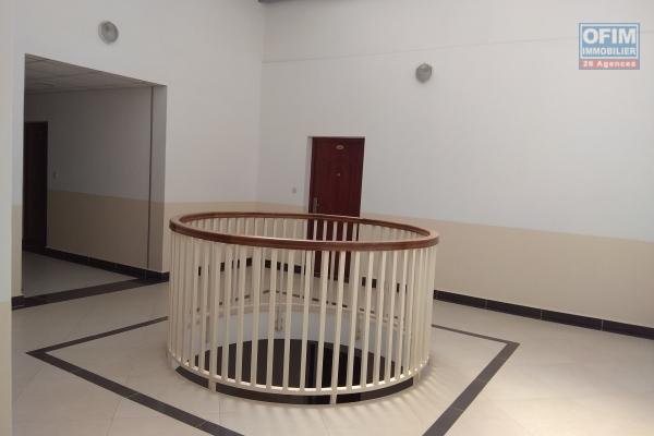Location appartement T4 neuf dans un immeuble avec ascenseur à Ampefiloha
