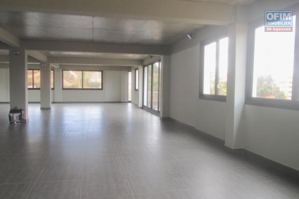 Local professionnel de 230 m2 modulable  en plein centre à Andrainarivo- Antananarivo