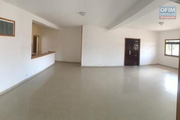 Grand appartement T4 à Ambatomaro- Antananarivo
