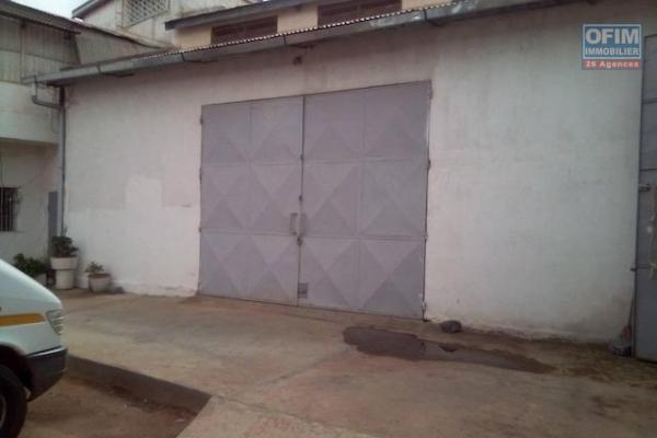 A louer un entrepôt de 177m2 accessible aux containers 40 pieds dans un endroit sécurisé à Talatamaty