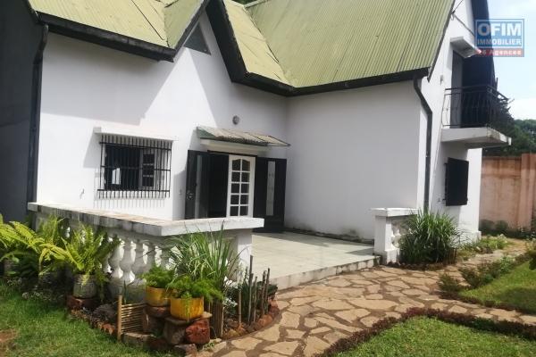 Une villa à étage F5 à Ambohitrarahaba