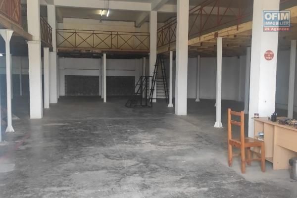 Un entrepôt de 750m2 avec mezzanine à Iavoloha