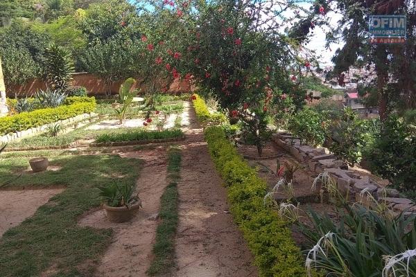 Charmante villa  type traditionnel F6  en avec jardin  et une très  belle vue sur le ROVA