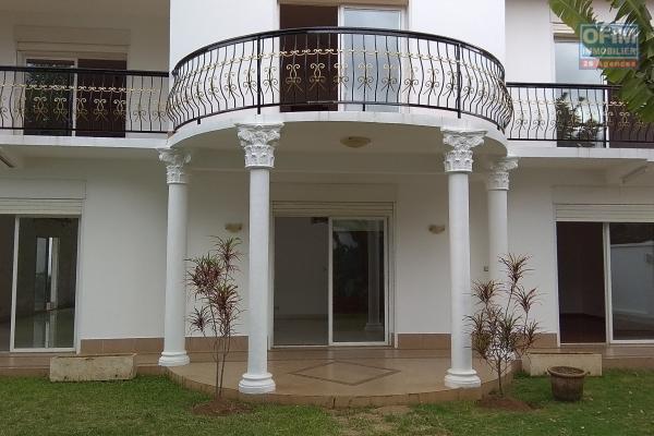 Spacieuse villa F7 avec piscine  dans le quartier d'Androhibe