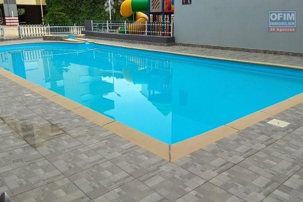 Location d'appartement T3 neuf dans une résidence sécurisé à 5 mn à pieds du lycée Français Ambatobe avec piscine, climatisation et acsenseur
