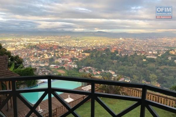 Magnifique villa F5 type traditionnelle avec piscine,  jardin et vue panoramique à 7mn du centre ville à Ambohipotsy
